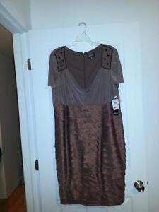 New Plus Size Dress 20W/Nouvelle Robe Taille Plus 20W