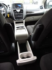 2016 Chrysler Town & Country Touring Windsor Region Ontario image 11