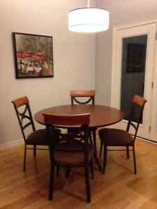 Dining table and 4 chairs London Ontario image 1