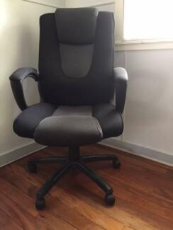 Deluxe Office Chair On Wheels In Excellent Condition