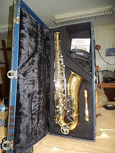 Saxophone ténor de marque Oxford