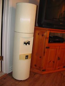 Distributeur d'eau froide et tempérée