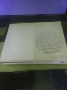 XBOX One 500GB w/ 2 Controllers & Games