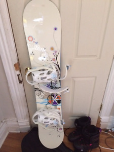 Women's Salomon Snowboard, bindings and boots BARELY USED!