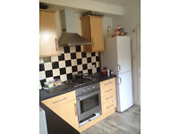 Double Room for Rent within large terrace house located in popular street to the West of Reading