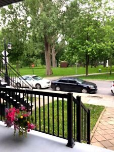 5-1/2, 2 étages Sud-Ouest Superbe Style Condo Tranquille