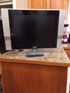 REDUCED - Insignia NS-20LCD TV with remote and manual