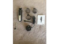 Philips 5000 beard trimmer with different length combs in mint condition