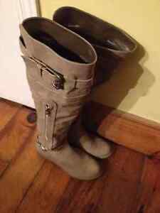 WORN ONCE HIGH RISE BOOTS