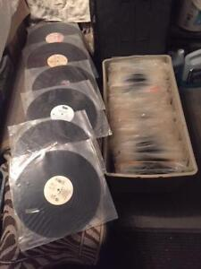 DISQUES VINYLES LOT DE 400 AVENDRE/RECORD COLLECTION 400 FOR SAL
