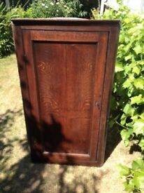 Antique Oak hanging corner cupboard. (18th/19th century) restoration project