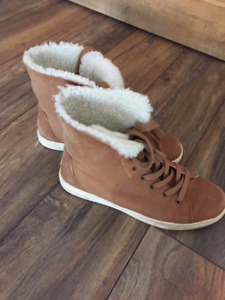 UGGS sneaker like ankle boot
