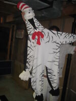 cat in the hat costume size small ages 5-7  NEW PRICE