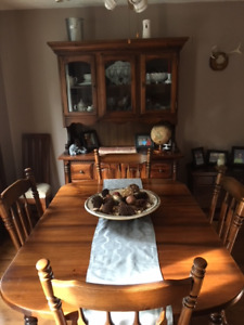 Maple Table and Hutch