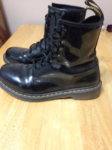 DOC MARTEN PATENT PLEATHER BOOTS BARELY WORN-SIZE 10, UK SIZE 8
