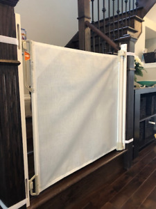Safety Gate, Baby proofing (Bily Retractable Safety Gate)