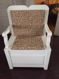 Chaise décorative avec ragement