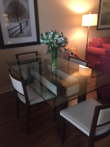 Dinning Table set - excellent condition
