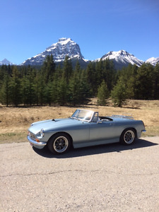 1969 MGB Roadster convertible with 5L V8 302 Mustang Engine