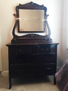 Antique Dresser and mirror West Island Greater Montréal image 1
