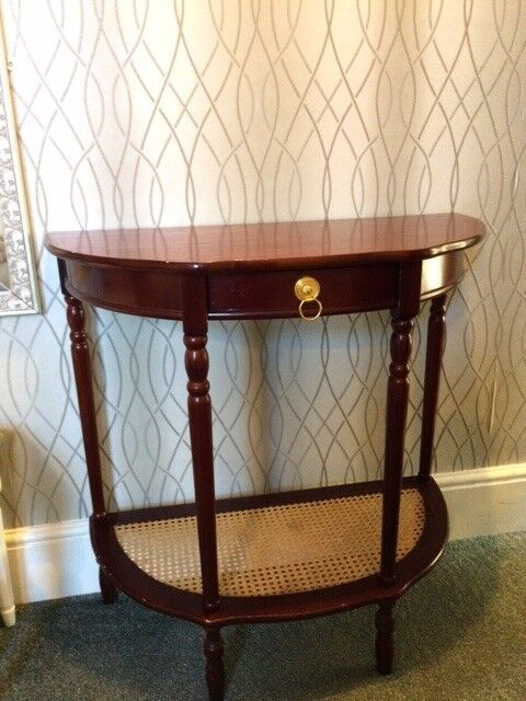 Single Drawer Side Table. Elegant Traditional Style.