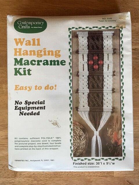 "Vintage Wall Hanging Macrame Kit ""Town & Country"" #8105 NOS"