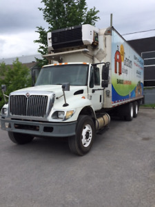 camion Inter 2006, 28', 10 roues, 10 vitesses, Reefer, Tailgate
