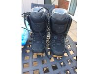Snowboarding boots - size 9