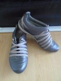 Clarks women's silver shoes size 4-post it