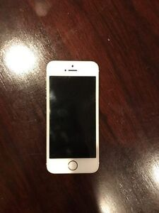 selling a second unlocked gold coloured iPhone 5s