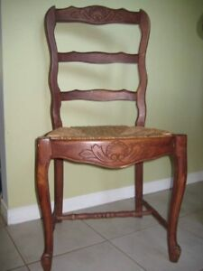 Beautiful French provincial chairs. Set of 5 excellent condition