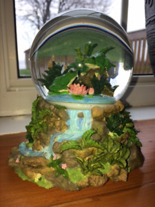 """NEW Glass Snow Globe (plays """"Singing in the Rain"""") & LOTS MORE!"""