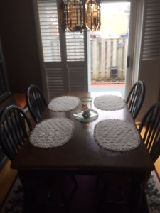 Dining Room set with Hutch - reduced (Priced to Sell)
