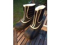 Snow boots size 4 youth or small adult