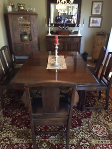 Antique Solid Oak Dining Room Table With Matching 6 Chairs