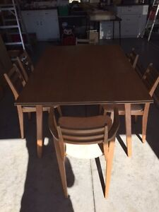 Contemporary Table and Chairs Stratford Kitchener Area image 1