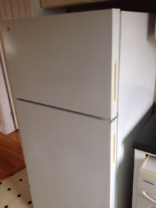 Refrigerator suitable for apartment