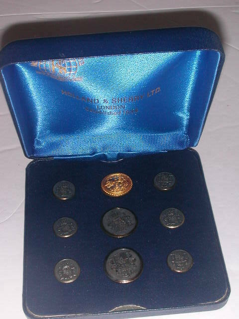 9 Holland & Sherry, London, England Heraldic Buttons in Box