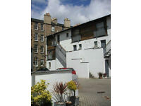 SHORT TERM LET: (Ref: 007) Dublin Street Lane North. Beautiful mews flat set in private courtyard!