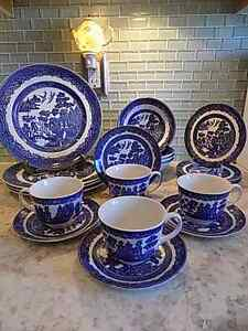 **** special reduced ***Blue Willow England Earthenware