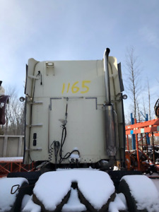 Parting Out: 2006 Freightliner Columbia 120