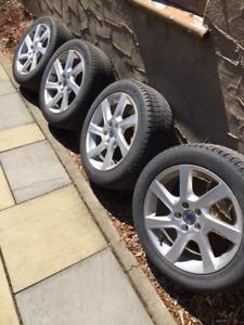 4 pneus d'hiver Michelin 215/50/R17 monté sur jante Volvo