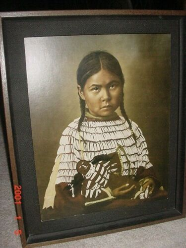 1970S FRAMED PRINT OF NATIVE AMERICAN INDIAN GIRL WITH DOLL BY L.A. HUFFMAN