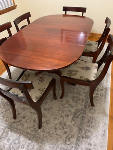 Thomasville Antique Dining Set with 6 Chairs