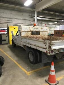 1997 Ford F-350 Series Crew Cab with attached box
