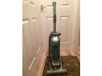 Hoover Globe GL71GL04001 - Upright Vacuum Cleaner Used in working order for parts