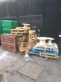 ***FREE*** Wooden Pallets. Most EURO pallets.