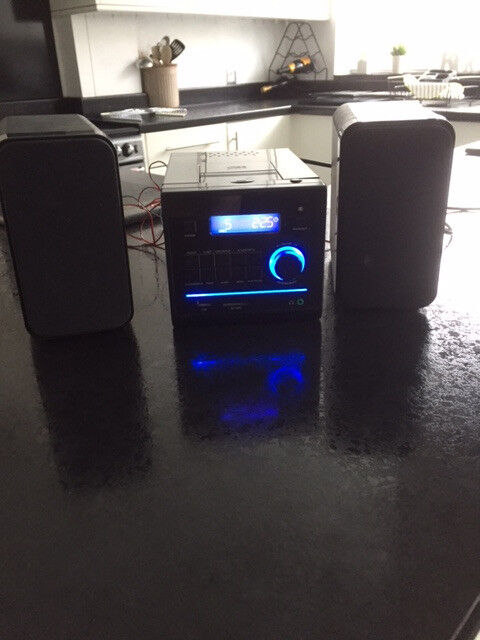 cd ,radio and ipod dock with speakers in very good condition £15...........