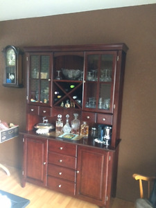 buffet, hutch and round table with 4 chairs