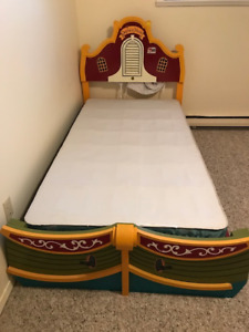 Captain Cook Twin Bed